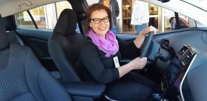 Prius Plug-In kirvoittaa hymyjä testikuskien kasvoille 😀