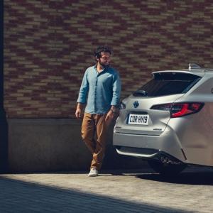 Muotimaailma vaikuttaa autojenkin väreihin. Kommentoi mikä väri olisi sinun uuden Corolla Touring Sport Hybridin väri?! https://www.facebook.com/162718927219149/posts/1207990079358690/
